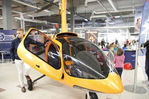 maly helikopter do obejzenia na targach podrozniczych
