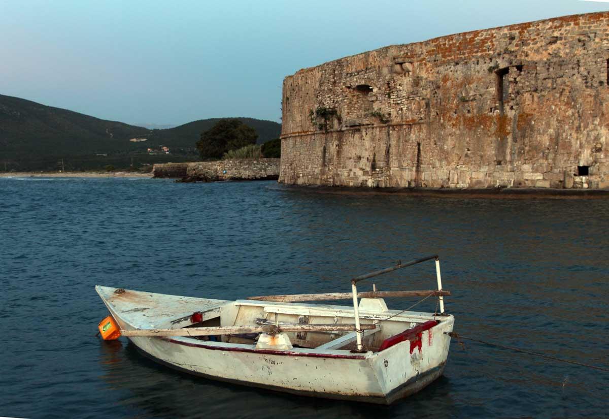 łódka obok wyspy lefkada