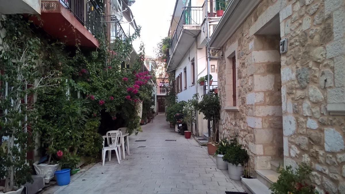 greckie uliczki na wyspie lefkada