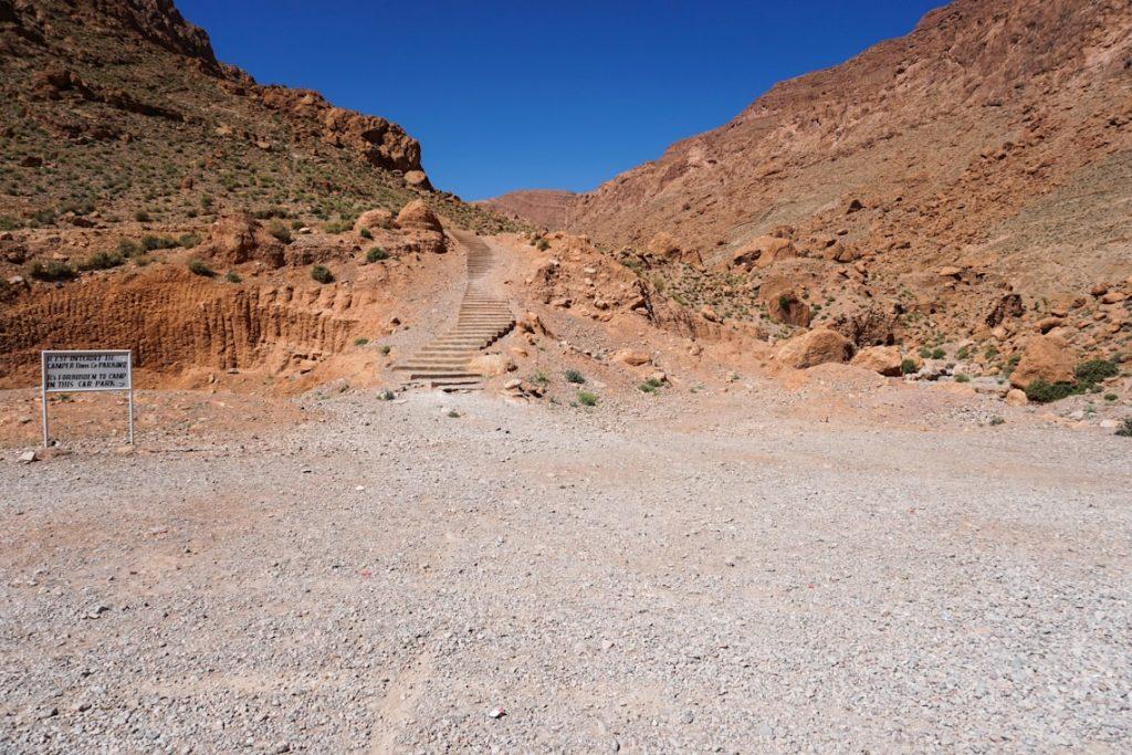 Schody w góry gdzie można spotkać plemiona Tuaregów